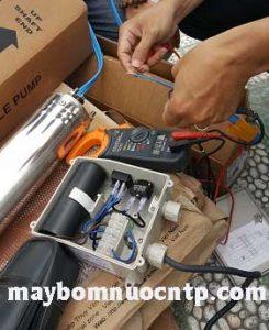 đo máy bơm chìm giếng khoan